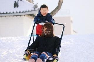 雪掻きじゃなくてそりすべり!の写真・画像素材[4139665]