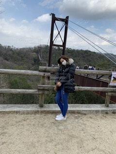 橋とわたしの写真・画像素材[3969120]