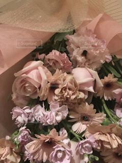 薔薇の花束のアップの写真・画像素材[3937697]