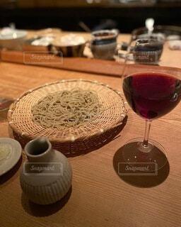 蕎麦と赤ワインの写真・画像素材[3948755]