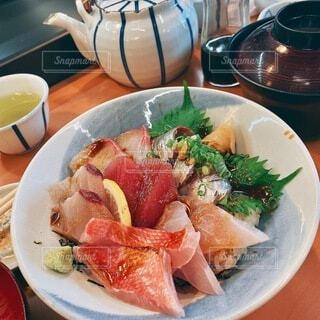 ご当地名物の海鮮丼の写真・画像素材[3948772]