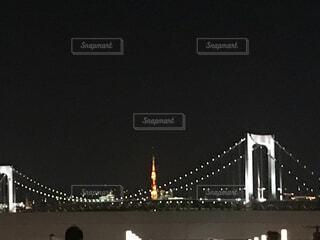 レインボーブリッジと東京タワーの写真・画像素材[4069103]