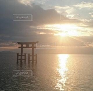 風景,空,屋外,湖,鳥居,水面,パワースポット,正月,日の出,琵琶湖,新年,初日の出
