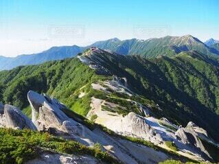 山頂からみた綺麗な尾根の写真・画像素材[3933833]