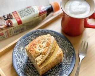 食べ物,コーヒー,パン,デザート,テーブル,皿,チーズ,カップ,おいしい,ドリンク,菓子,レシピ,ファストフード,グルテン