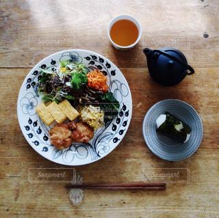 ほうじ茶とランチプレートの写真・画像素材[1046566]
