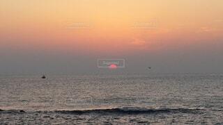 自然,風景,海,空,鳥,屋外,太陽,朝日,舟,雲,水面,海岸,正月,カモメ,お正月,日の出,新年,初日の出