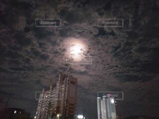 自然,風景,空,建物,夜,屋外,雲,月,高層ビル,明るい,月夜,月明かり