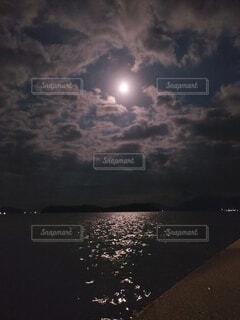 自然,風景,空,夜,雲,花火,暗い,月,キラキラ,明るい,月夜,月明かり