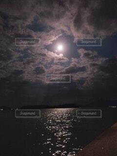 十五夜の写真・画像素材[4895511]