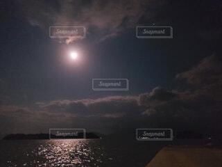 自然,風景,空,夜,屋外,雲,水面,月,キラキラ,明るい,月夜,月明かり