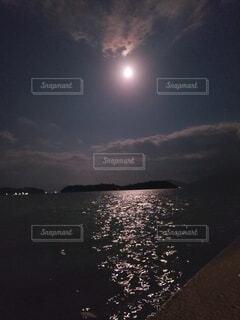 自然,風景,海,空,夜,雲,月,キラキラ,明るい,月夜,月明かり,十五夜