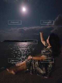 女性,自然,風景,空,夜,雲,月,人物,人,キラキラ,明るい,月夜,月明かり,ダンス,人魚