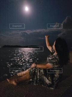 女性,自然,風景,空,夜,雲,月,人物,人,明るい,月夜,月明かり,ダンス,人魚