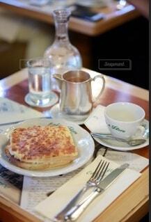 パリの朝食の写真・画像素材[3942096]