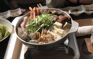 こたつで食べる鍋の写真・画像素材[3958447]