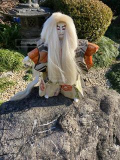 岩の上の歌舞伎人形の写真・画像素材[4004107]