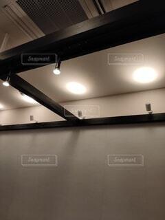 天井照明(縦)の写真・画像素材[3968509]