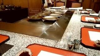 客の目の前でステーキを焼いてくれるお店の写真・画像素材[4023750]