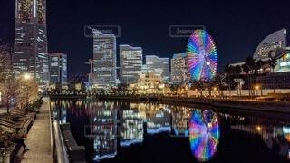 夜,夜景,観覧車,水面,反射,都会,高層ビル,横浜,リフレクション,みなとみらい