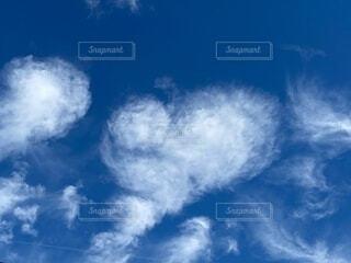 ハート型の雲の写真・画像素材[3964743]