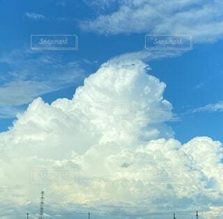 巨大な入道雲の写真・画像素材[3969945]