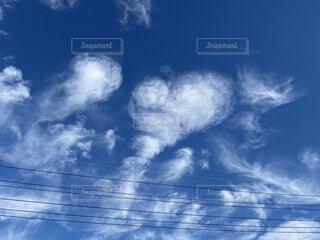 ハート型の雲の写真・画像素材[4013959]