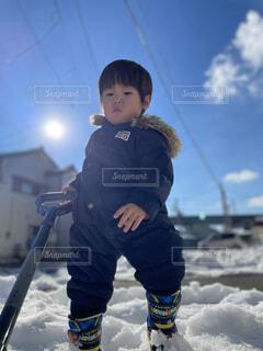 空,冬,雪,屋外,太陽,子供,幼児,運動,お日様,ウィンタースポーツ,雪かき