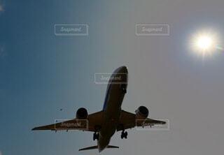 空,屋外,太陽,青空,飛行機,飛ぶ,影,陽射し,着陸