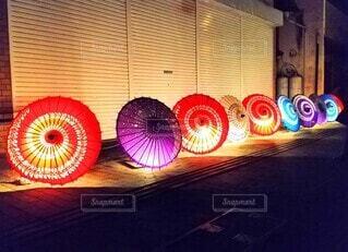 和傘 光と影の写真・画像素材[4415944]