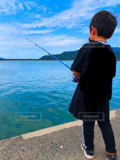 初めての魚釣りの写真・画像素材[4855474]