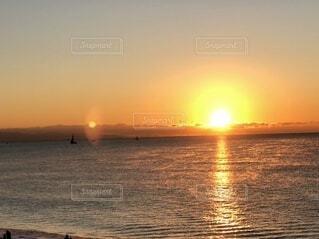 自然,風景,海,空,屋外,湖,太陽,朝日,ビーチ,雲,船,水面,海岸,水平線,正月,お正月,地平線,日の出,新年,初日の出,穏やか