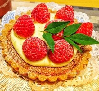 イチゴのタルトケーキの写真・画像素材[3985581]