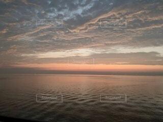 海,空,朝日,雲,波,水平線,朝焼け,正月,お正月,日の出,海面,新年,初日の出,さざなみ,穏やか