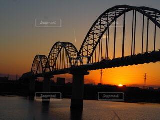 風景,空,建物,橋,屋外,太陽,朝日,川,水面,正月,朝,鉄橋,土手,お正月,日の出,新年,初日の出,江戸川,桁橋
