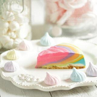 レアチーズケーキのレインボーケーキの写真・画像素材[3988637]