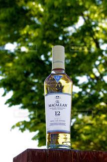屋外,樹木,ボトル,ガラス瓶,ウイスキー,ドリンク,アルコール,シングルモルト,マッカラン,ハーフボトル,ウイスキーがお好きでしょ?