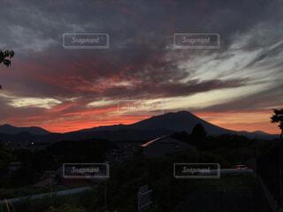 夕暮れ時の岩手山の写真・画像素材[4008493]