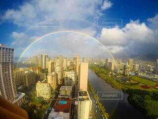 360度のダブルレインボーの写真・画像素材[3996258]