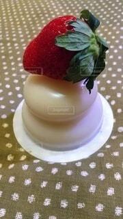 鏡餅に苺の写真・画像素材[4057086]