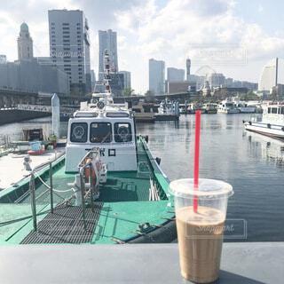 海辺のカフェでコーヒータイムの写真・画像素材[4095346]