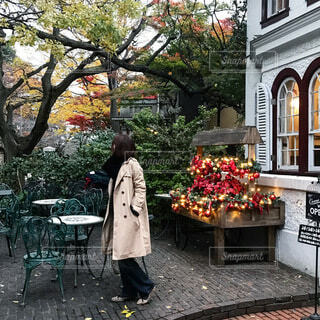 森の中の可愛いカフェの写真・画像素材[4095656]