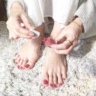女性,ファッション,ネイル,指,人物,人,暮らし,爪,ライフスタイル,ペディキュア,マニキュア,つま先,静脈,春ファッション,フィート,シンプルファッション,ファッション小物