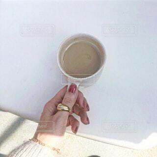 おうちで甘いカフェラテの写真・画像素材[4193929]