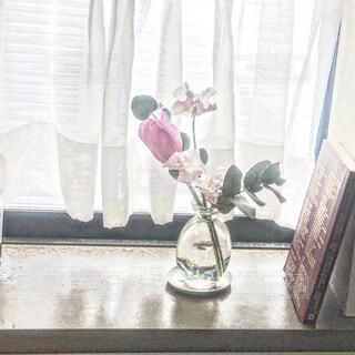 窓辺にお花をの写真・画像素材[4194860]