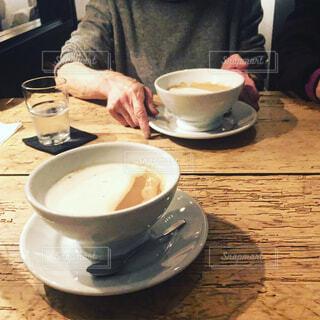 大好きなカフェでコーヒータイムの写真・画像素材[4236330]