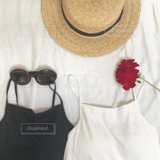 新しいキャミソールと夏のファッションアイテムの写真・画像素材[4647956]