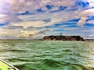 沖から見た江の島の写真・画像素材[3999476]