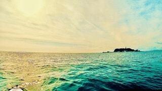 七里ヶ浜から見た江の島の写真・画像素材[4009515]