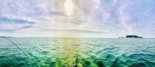 七里ヶ浜沖でsupフィッシングの写真・画像素材[4009519]